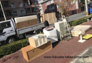 不用品布団、棚、扇風機、鏡、ベッド、洗濯機などを回収しました 安い業者福岡片付け隊