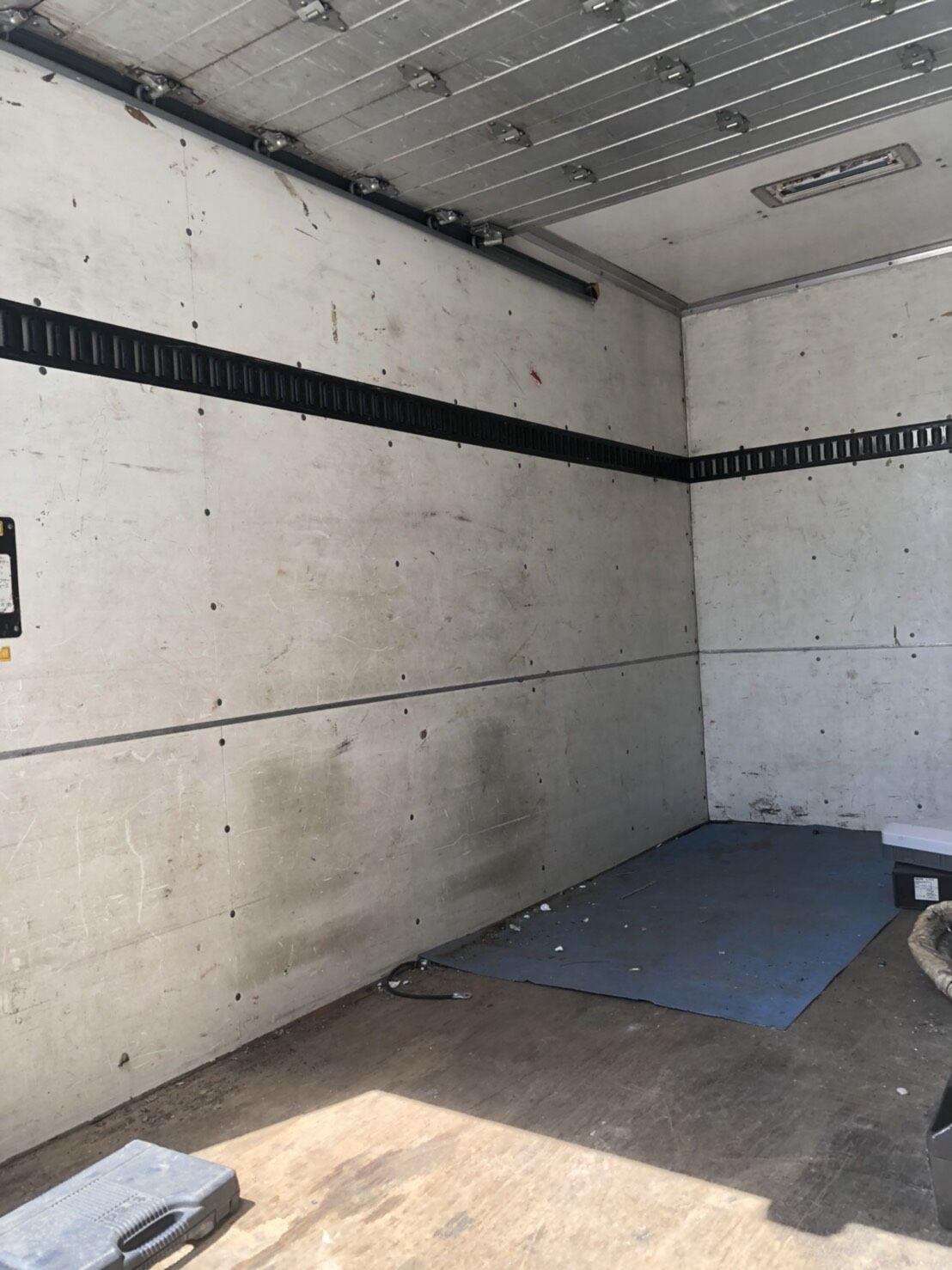 エアコン取り外しも不用品軽トラ分を回収 福岡市早良区室見作業前