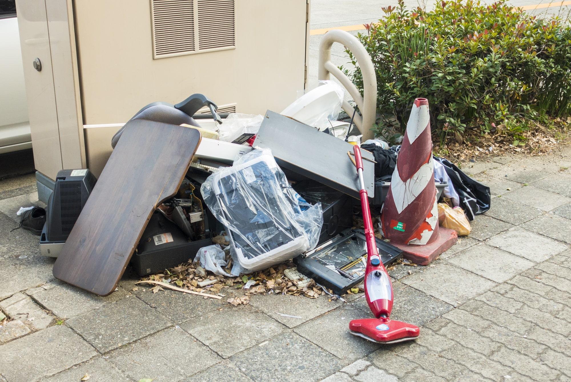 マンションの粗大ゴミの放置問題 | オーナーはどう対処すべき?
